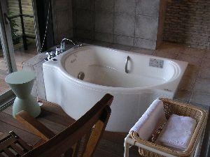 m_bath.jpg