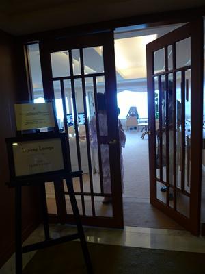 lx_lounge_entrance.jpg